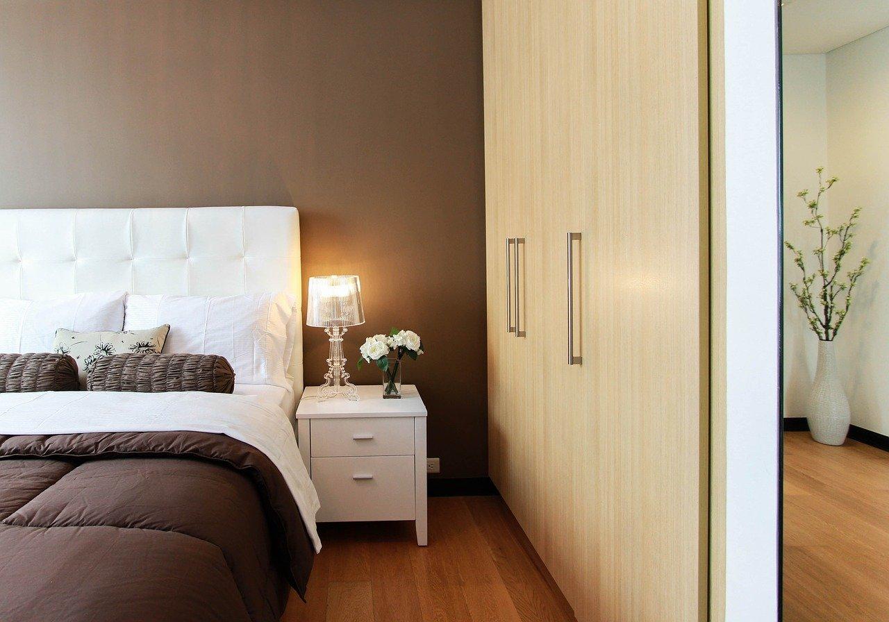 Szeroki wybór drewnianych mebli do sypialni